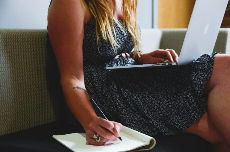 article-de-blogue-de-salarie-a-entrepreneur-avantages-et-inconvenient-marie-eve-et-famille-montreal
