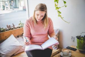 article-10-bonnes-habitudes-pour-travailler-chez-soi-marie-eve-et-famille-montreal